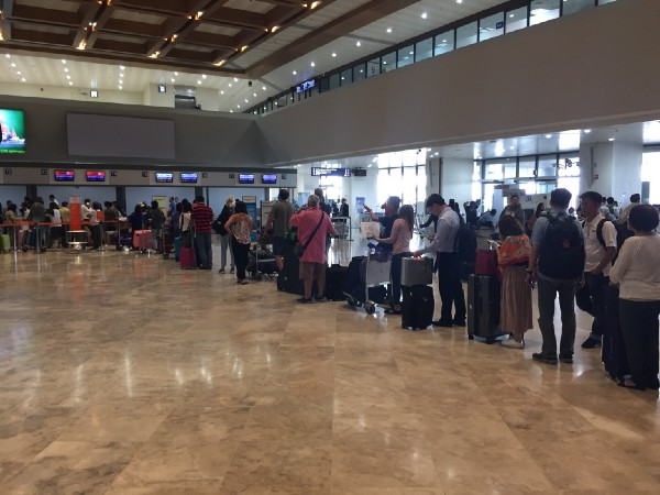 Queues at Manila's NAIA Terminal 1 Airport